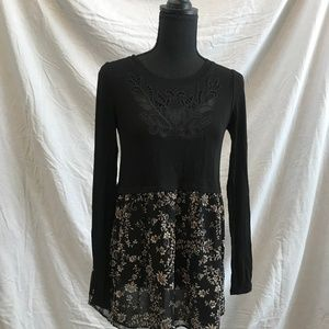 XS A Pea in the Pod Black and Floral Tie Back Top